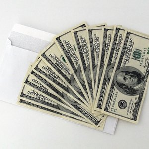 Use the cash envelope system to budget and save money. Achieve your money goals and pay off debt using a cash budget with cash envelopes. The envelope budget system will help you win your money battles. #cashenvelopes #cashenvelopesystem #cashbudget #savemoney #budget #budgettips #moneygoals #finance #budgetsystem