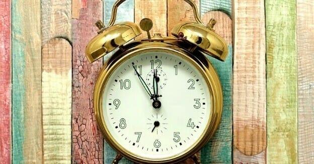brass coloured manual alarm clock